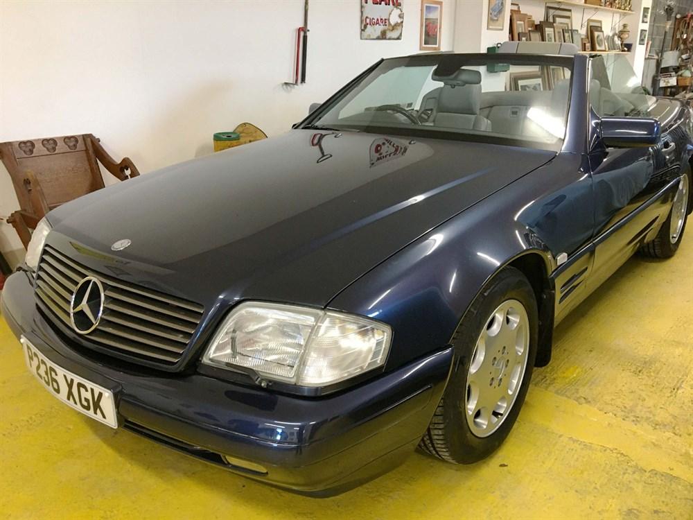 Lot 86-1996 Mercedes-Benz SL 320