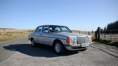 Lot 73-1983 Mercedes-Benz 280 E