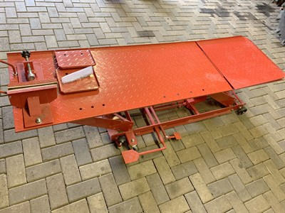 Lot 1-Hydraulic Motorcycle Lift