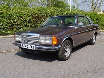 Lot 15 - 1986 Mercedes-Benz 230 CE