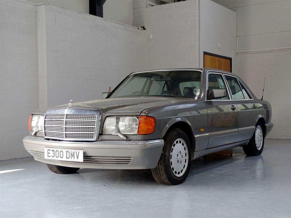 Lot 4 - 1987 Mercedes-Benz 300 SE