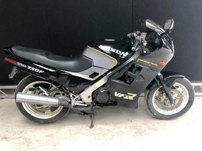 Lot 17-1986 Honda VFR750F