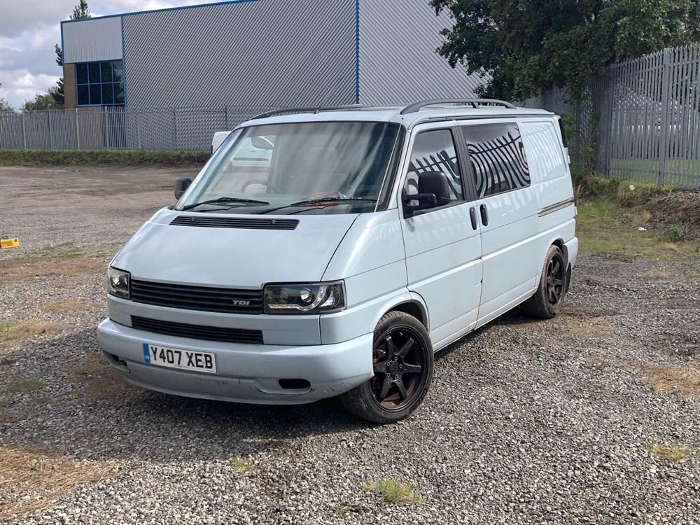 Lot 16-2001 Volkswagen Transporter 2.5 TDi Camper Van
