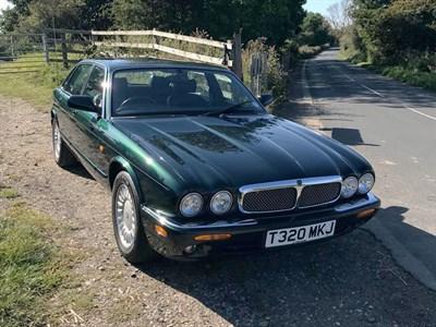Lot 57-1999 Jaguar XJ8 3.2