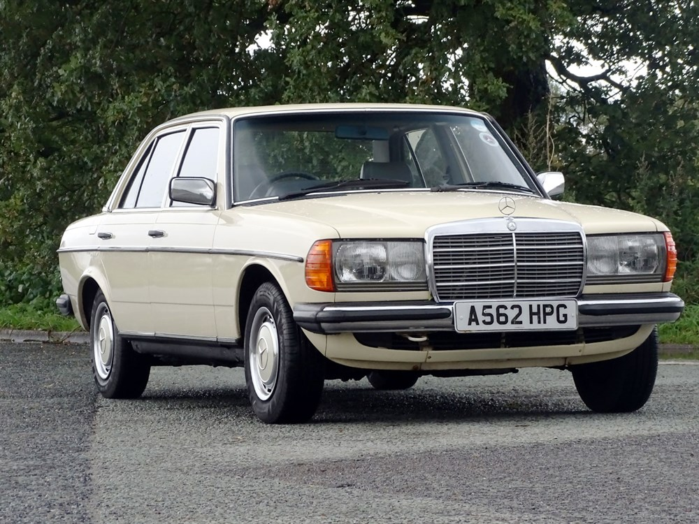 Lot 48 - 1984 Mercedes-Benz 230 E