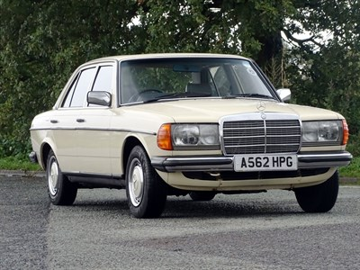 Lot 48-1984 Mercedes-Benz 230 E