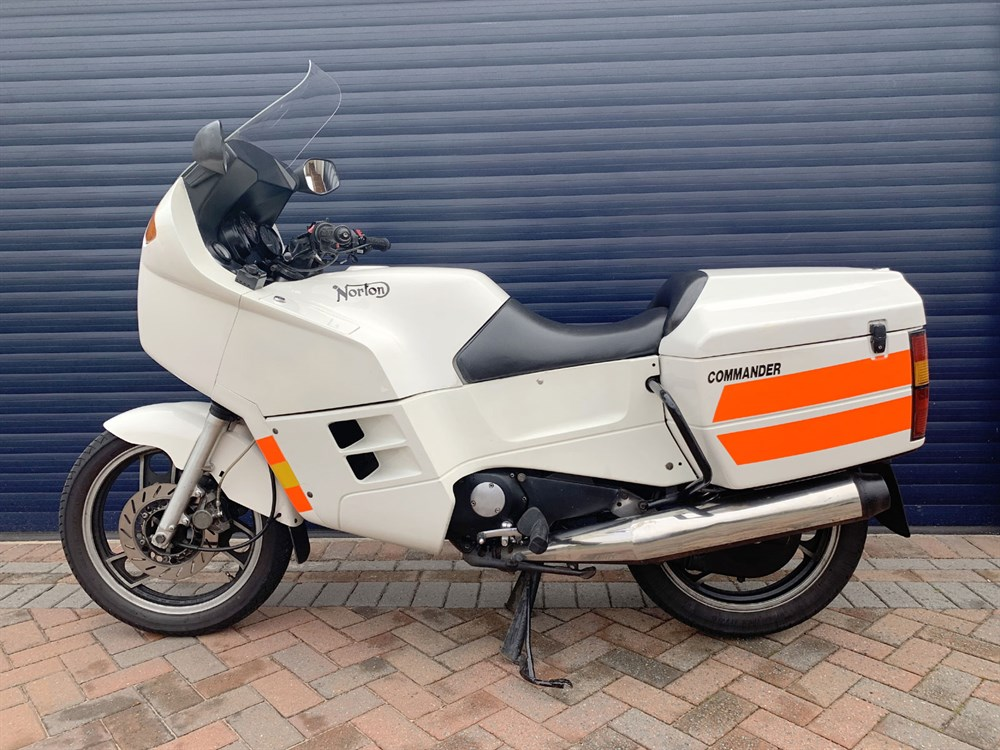 Lot 93-1989 Norton Commander P52