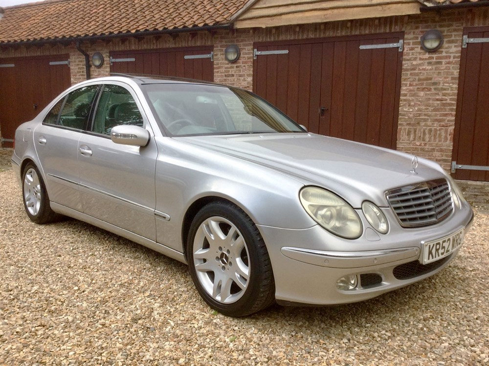 Lot 32-2002 Mercedes-Benz E 500 Elegance